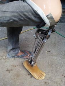 kaki palsu adalah